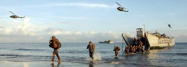 Marineforum - Amphibische Übung bei CARAT 2010 (Foto: US Navy)
