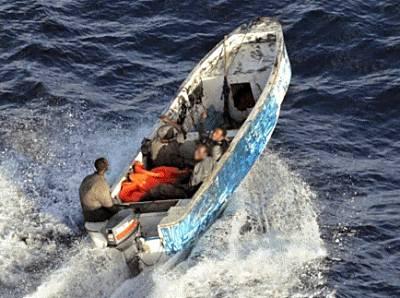 Marineforum - Piratenskiff flüchtet in tansanische Gewässer (Foto: franz. Marine)