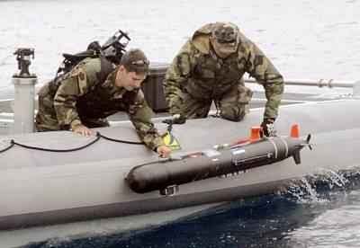 Marineforum - EOD-Team setzt eine Drohne Swordfish aus (Foto: US Navy)