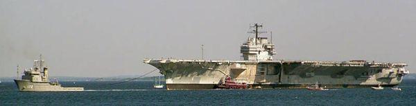 Marineforum - FORRESTAL verlegt nach Philadelphia (Foto: US Navy)
