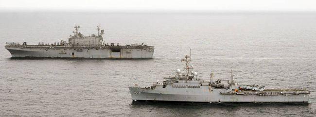 Marineforum - PELELIU und DUBUQUE vor der pakistanischen Küste (Foto: US  Navy)