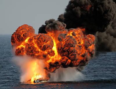 Marineforum - AMSTERDAM zerstört Piratenboot (Foto: niederl. Marine)