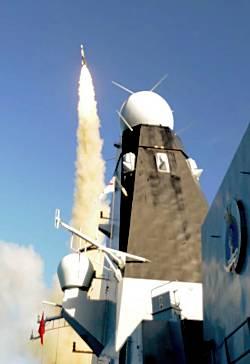 Marineforum - DAUNTLESS schießt Aster-30 (Foto: Royal Navy)