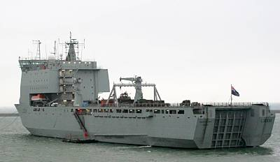 Marineforum - amphibisches Transportschiff der BAY-Klasse (Foto: Dt. Marine)