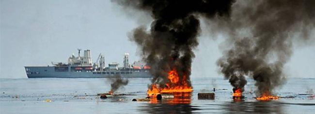 Marineforum - FORT VICTORIA versenkt Piratenboot (Foto: NATO)