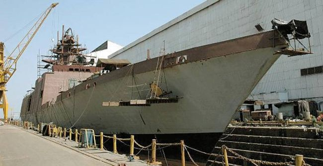 Marineforum - Fregatte der SHIVALIK-Klasse bei Mazagon im Bau (Foto: MDL)