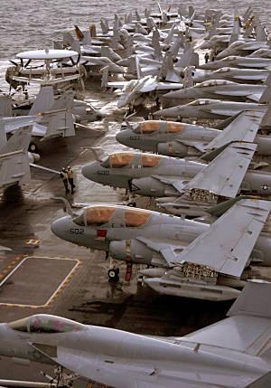 Marineforum - Flugdeck der GEORGE WASHINGTON vor Keen Sword (Foto: US Navy)