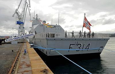 Marineforum - Besatzung geht an Bord der THOR HEYERDAHL