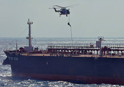Marineforum - Boarding Team sichert NEW YORK STAR (Foto: NATO)