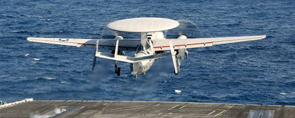 Marineforum - E2-D: erster Start vom Flugzeugträger