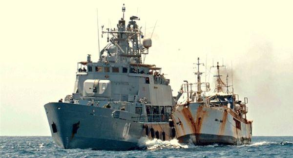 Marineforum - POHJANMAA hilft freigelassener GOLDEN WAVE (Foto: EU NavFor)