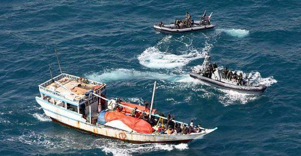 Marineforum - ESBERN SNARE Boardingteams stoppen entführte Dhau (Foto: NATO)