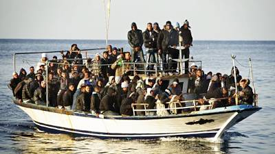 Marineforum - Flüchtlingsboot vor Lampedusa (Foto: nn / Internetblog)