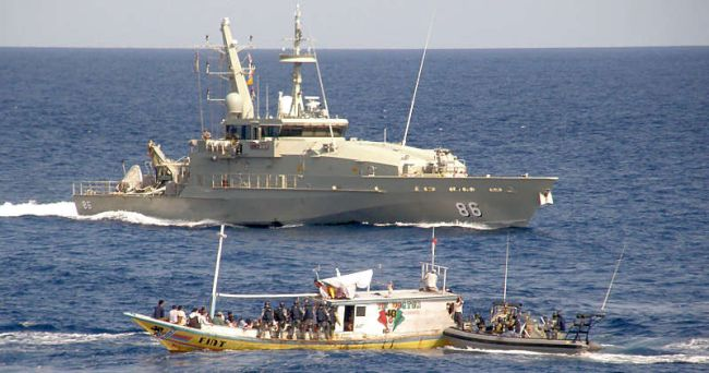 Marineforum - ALBANY bringt Flüchtlingsboot auf (Foto: austr. Marine)