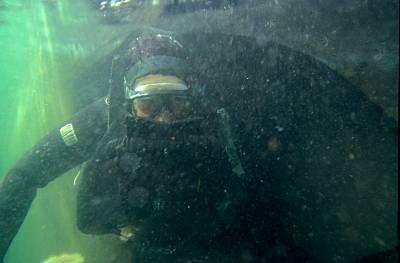 Kampfschwimmer steigt aus U-Boot aus (Foto:  PIZ M)