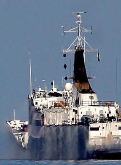 Marineforum - Dunkle Backbordseite mit Sprühanlage (Foto: Michael Nitz)