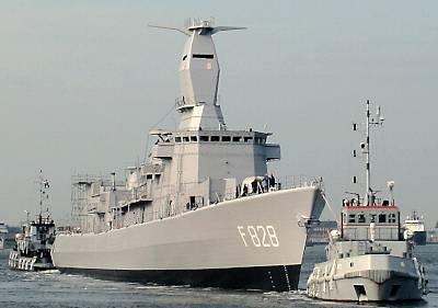 Marineforum - VAN SPEIJK mit neuem Mast (Foto: niederl. Marine)