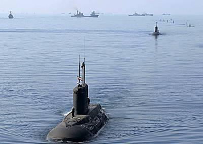 Marineforum - Schlussparade zu Velayat-90 (Foto: staal. iranische Medien):